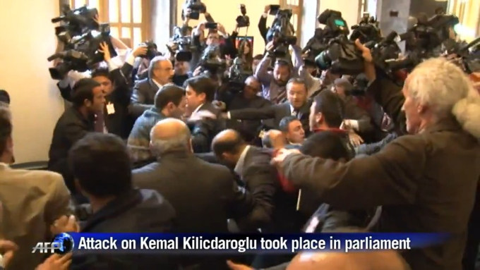 http://www.imdleo.gr/diaf/2014/03/images/Turkey_opposition_leader_punched_by_assailant_in_parliament.jpg